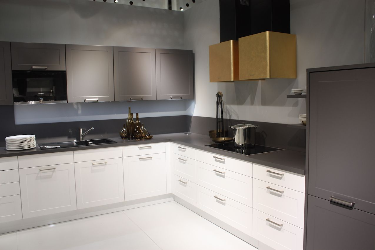 Nobila's design shows small bar handles in a modern kitchen setting.