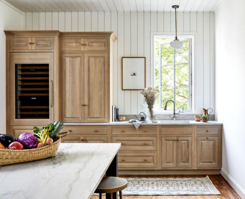 white shiplap backsplash kitchen